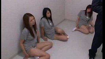 जेल में जापानी लड़कियां