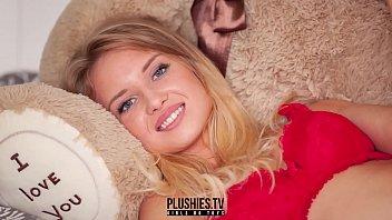 सुंदर सुनहरे बालों वाली लड़की खुला पैर तस्वीरें