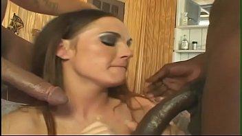 गंदा वेश्या दो आबनूस डिक्स द्वारा उसे चौड़ा मुँह भरता है