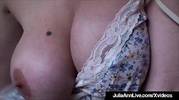 बड़े स्तन जूलिया ऐन प्यार